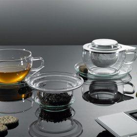 Teáscsészék és poharak